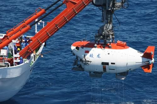 蛟龙号载人深潜器完成7000米深潜目标