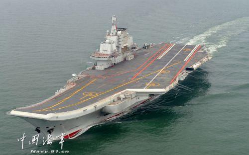 """中国首艘航空母舰""""辽宁""""号正式交接入列"""