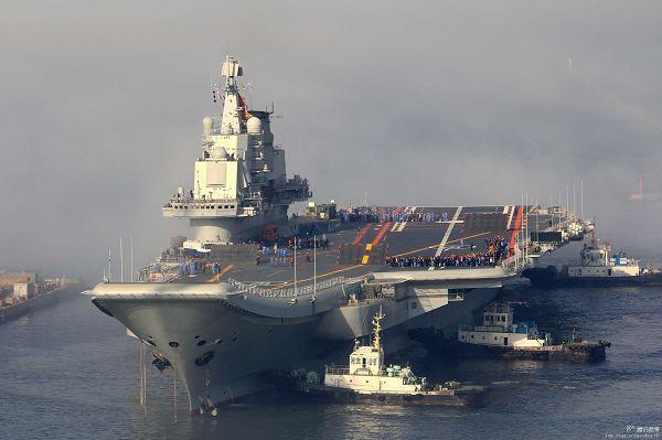 中国航母辽宁舰服役之前进行海试