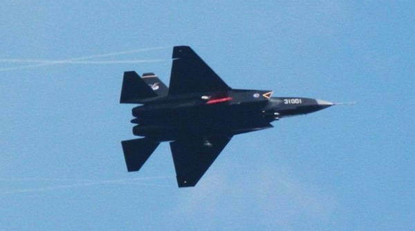 试飞中的31001号J31