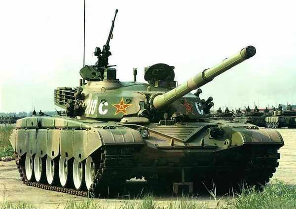 1999年阅兵时使用的试装型99坦克